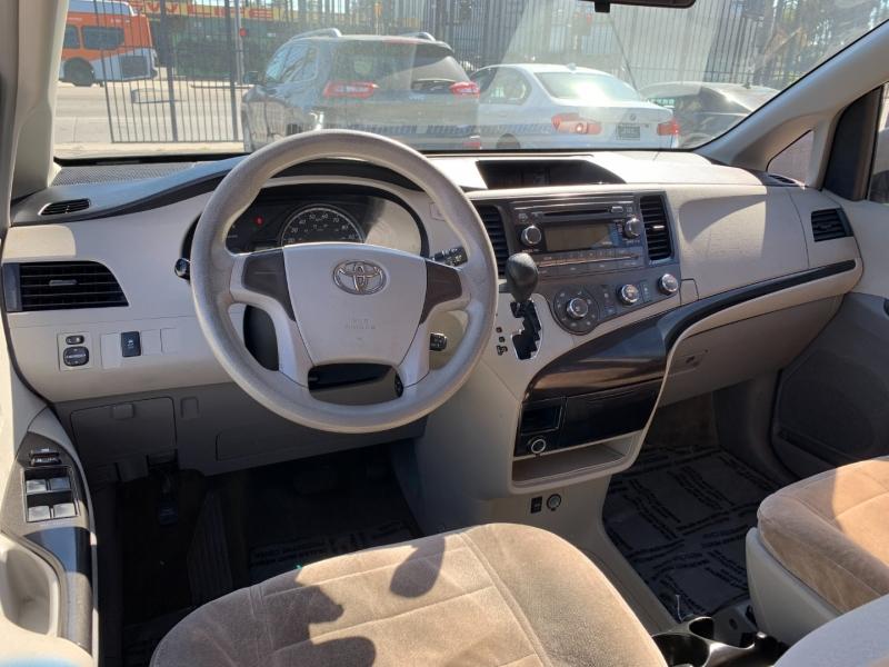 Toyota Sienna 2011 price $12,999