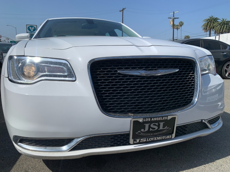 Chrysler 300 2015 price $25,999