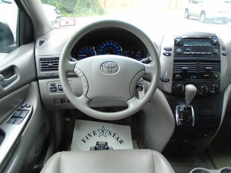 Toyota Sienna 2009 price $8,499