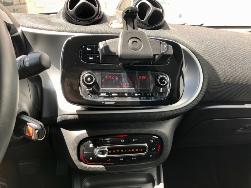 Smart fortwo 2016 price $10,995