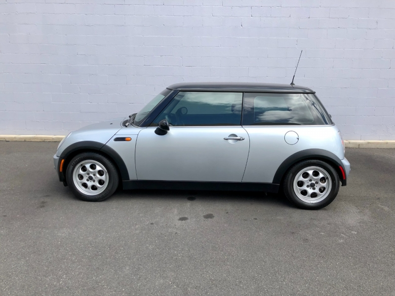Mini Cooper Hardtop 2004 price $6,995