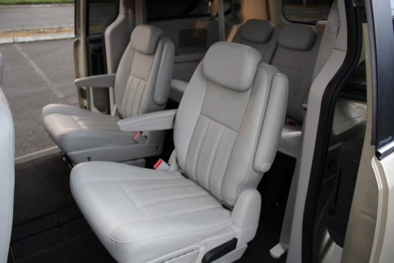 Dodge Grand Caravan 2010 price $9,999