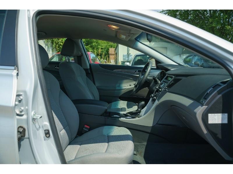 Hyundai Sonata 2011 price $7,490