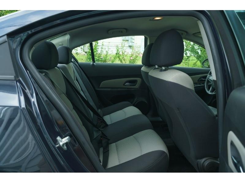Chevrolet Cruze 2015 price $8,990
