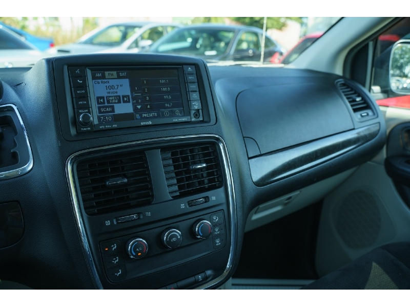 Dodge Grand Caravan 2016 price $12,880