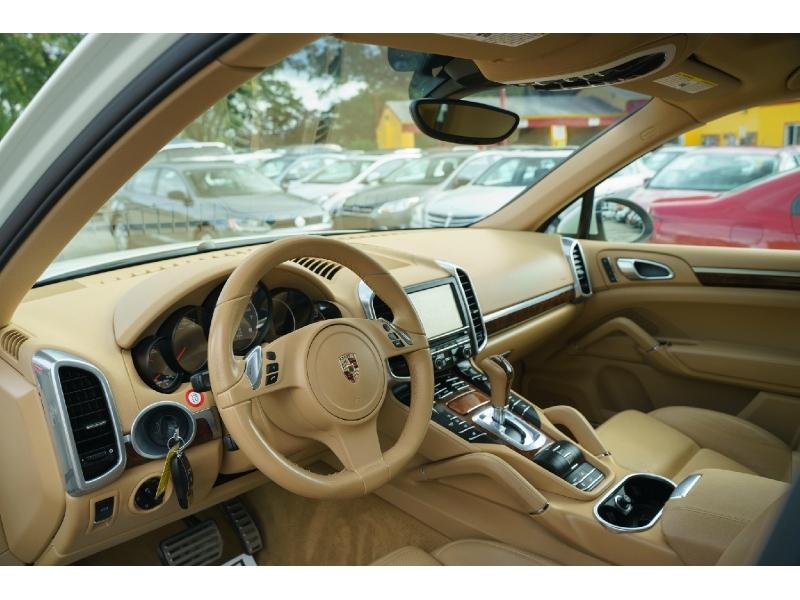 Porsche Cayenne 2011 price $16,990