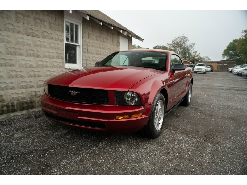 Ford Mustang 2006 price $7,440