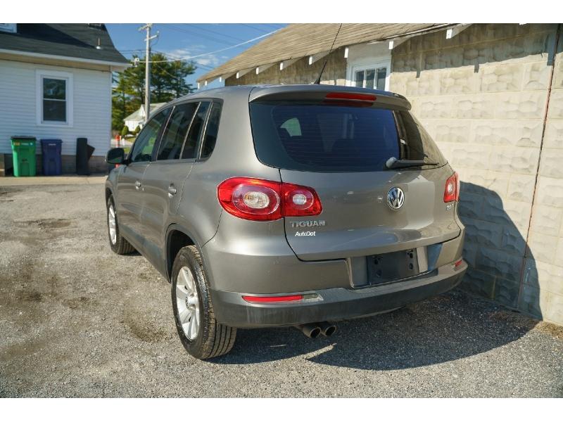 Volkswagen Tiguan 2010 price $8,990