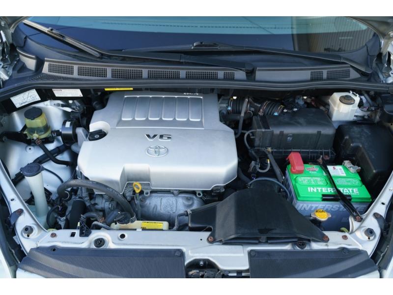 Toyota Sienna 2009 price $8,990