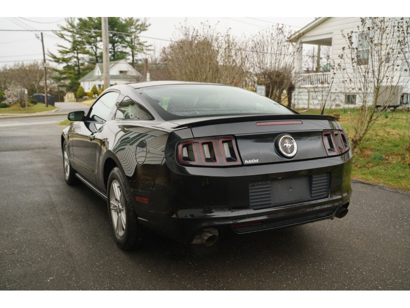 Ford Mustang 2013 price $11,990