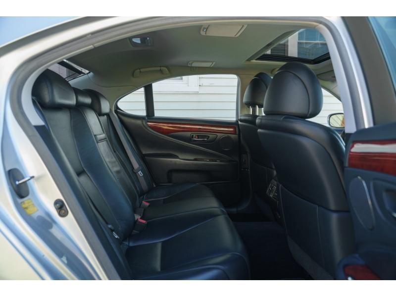 Lexus LS 460 2007 price $14,990