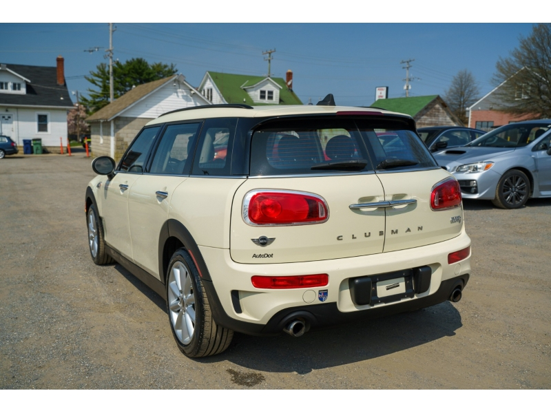 Mini Cooper Clubman 2016 price $15,470