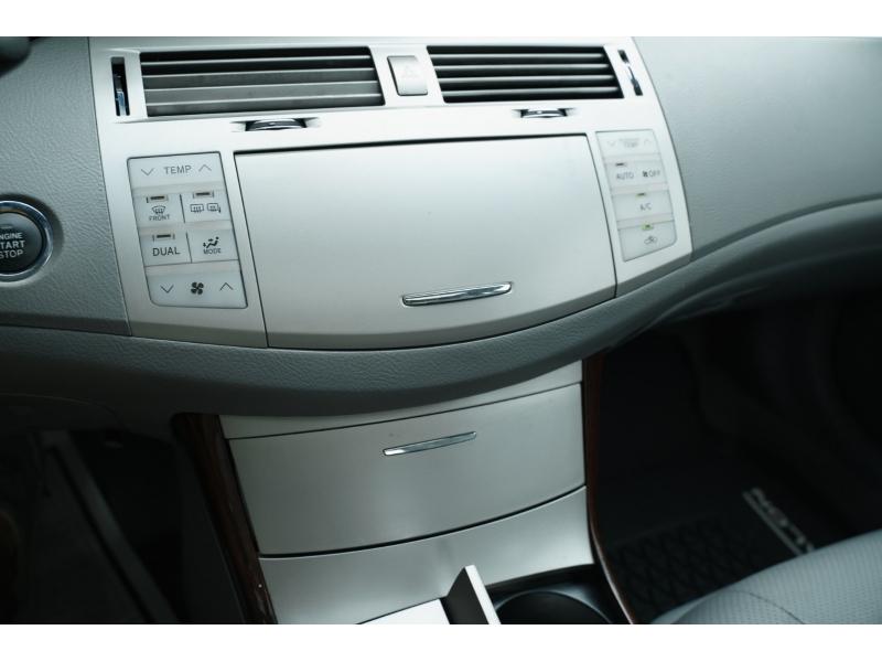 Toyota Avalon 2008 price $9,990