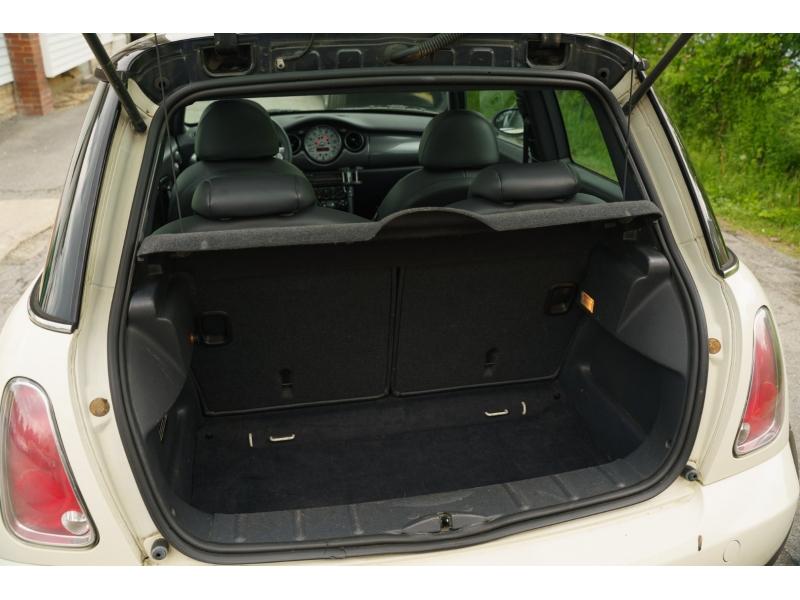 Mini Cooper Hardtop 2006 price $6,990