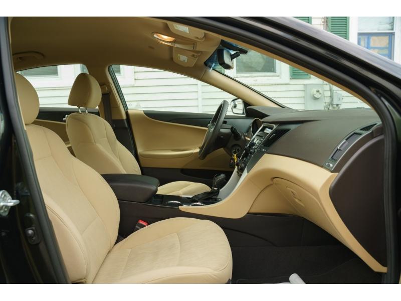 Hyundai Sonata 2012 price $11,480