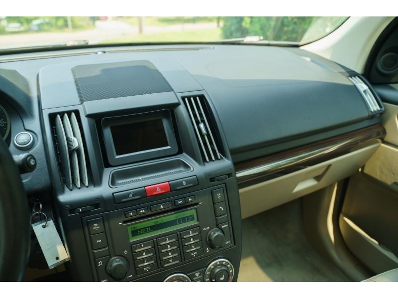 Land Rover LR 2 2011 price $15,880