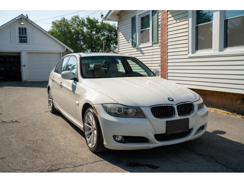 BMW 3-Series 2011 price $10,880