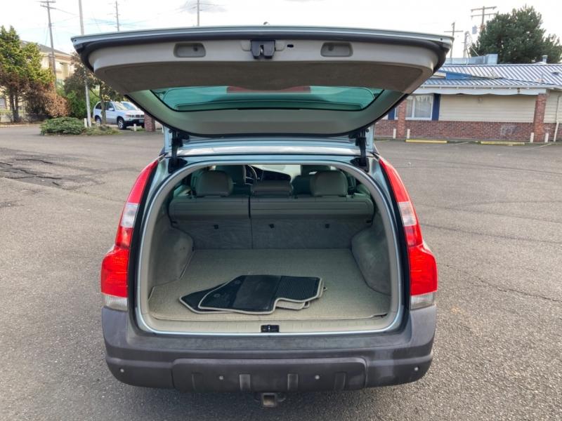 Volvo XC 70 2004 price $2,995