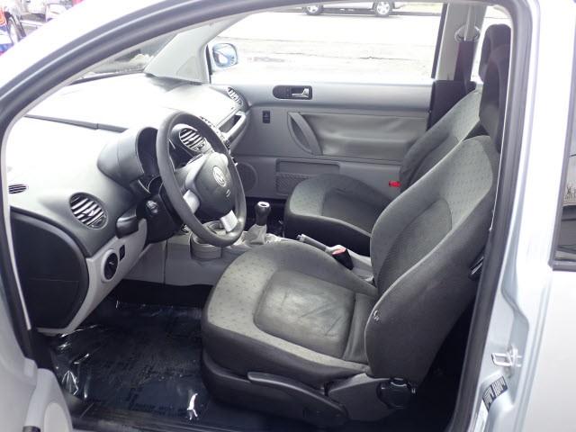 Volkswagen Beetle 2002 price $2,495