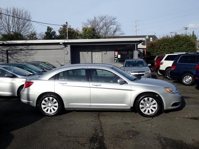 Chrysler 200 2012 price $5,795