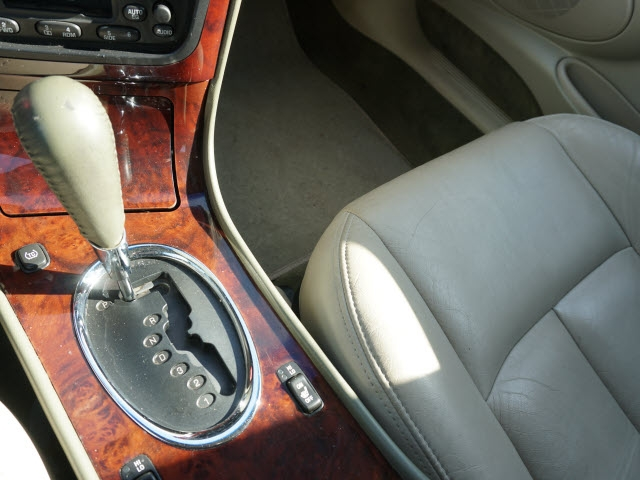 Oldsmobile Aurora 2001 price $2,995