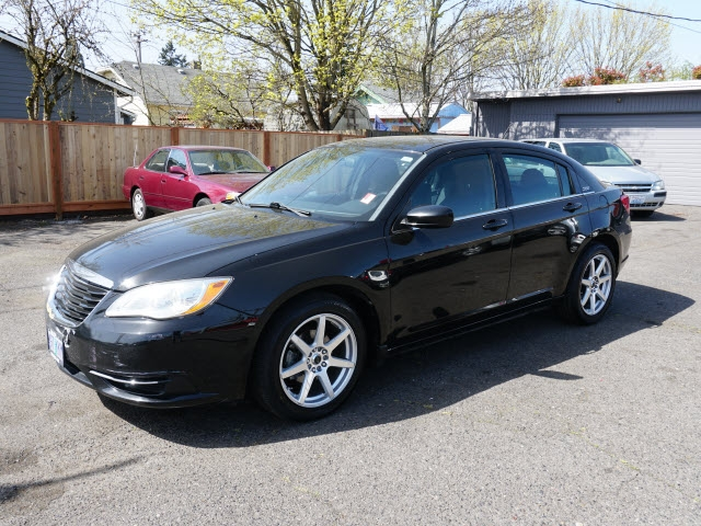 Chrysler 200-Series 2013 price $7,495