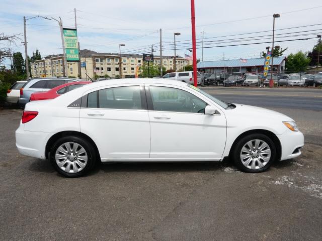 Chrysler 200 2012 price $4,895