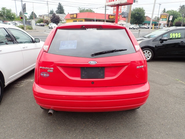 Ford Focus 2005 price $1,995