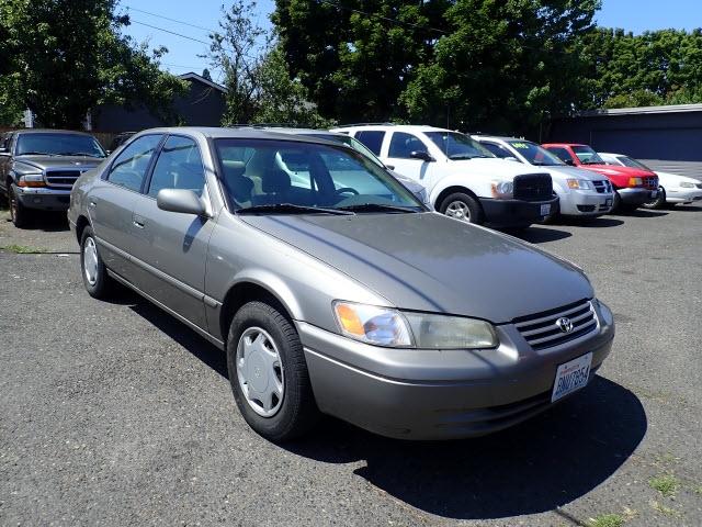 Toyota Camry 1999 price $2,495