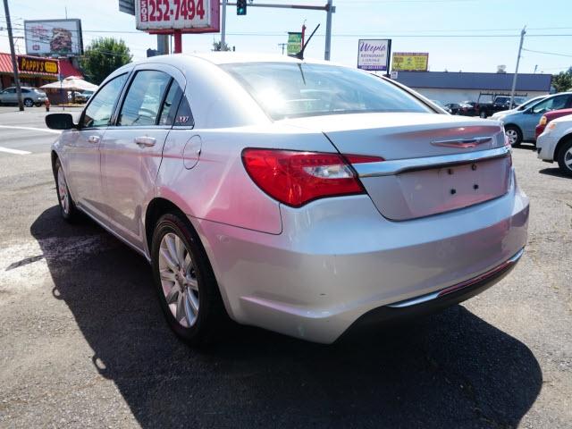 Chrysler 200 2012 price $7,895