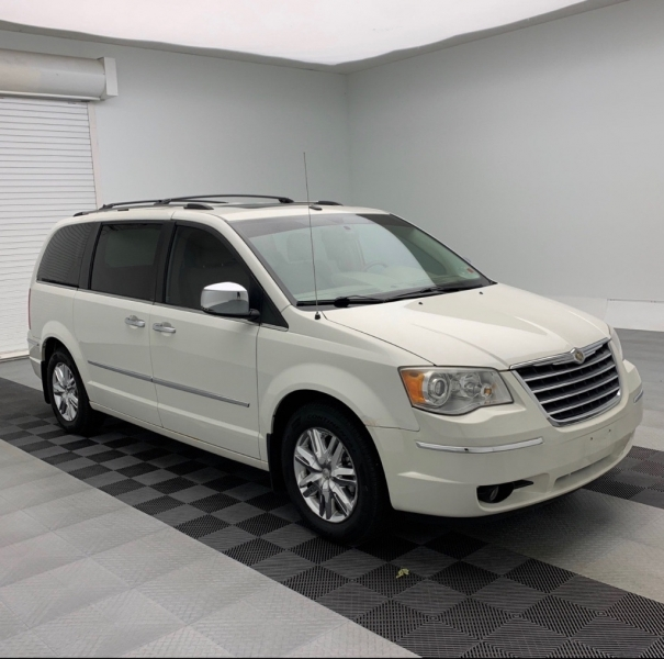 CHRYSLER TOWN & COUNTRY 2010 price $6,990