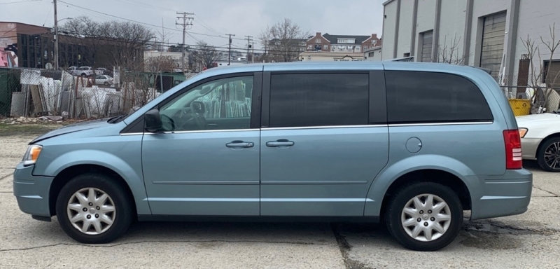 CHRYSLER TOWN & COUNTRY 2009 price $6,990