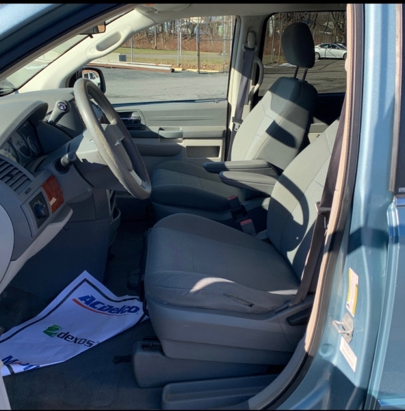CHRYSLER TOWN & COUNTRY 2009 price $5,990