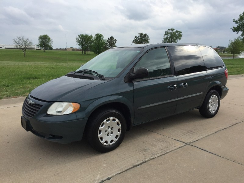 Chrysler Town & Country 2004 price $3,999