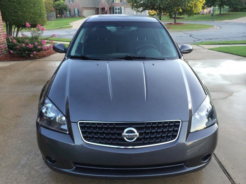 Nissan Altima 2005 price $3,999