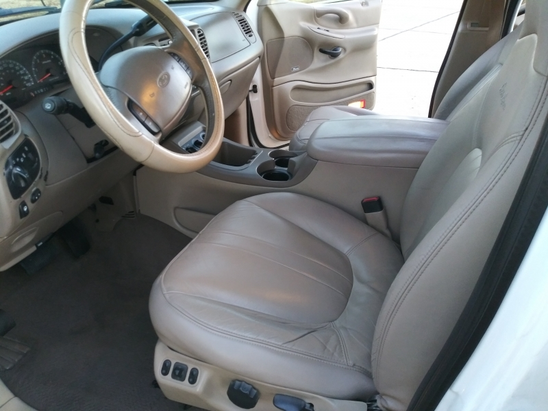 Ford Expedition 2000 price $2,999