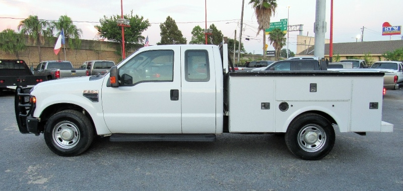 Ford Super Duty F-250 XL - Extended Cab - Utility Bed - 2010 price $10,995