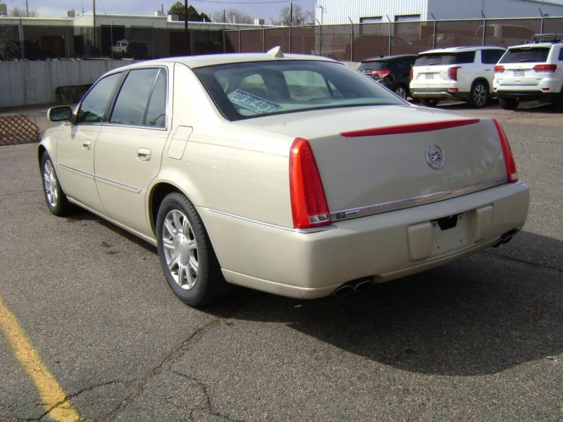 Cadillac DTS 2010 price $7,299