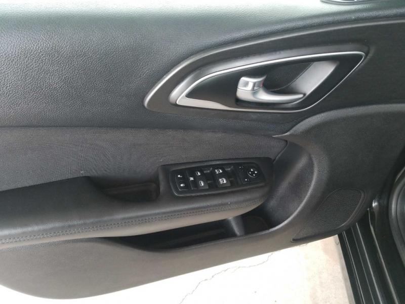 Chrysler 200 2016 price $4,000 Down