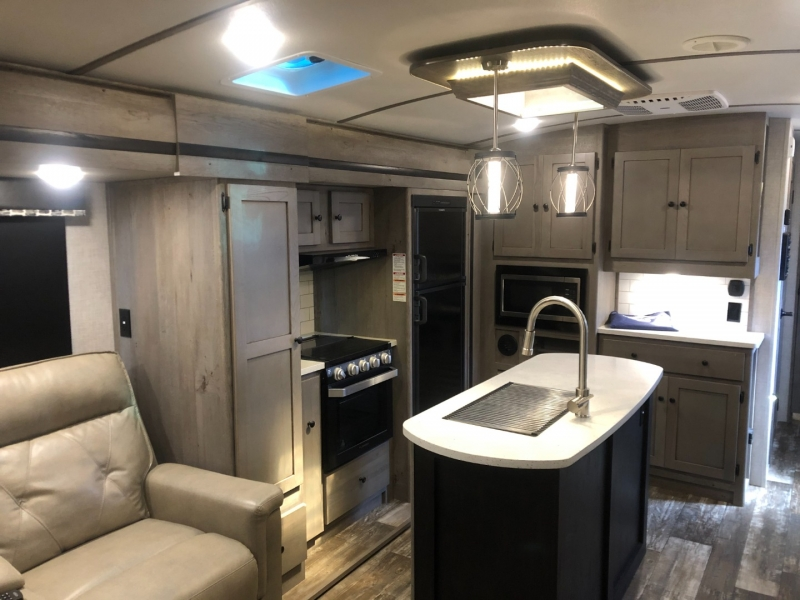 - OUTBACK 330RL 2019 price $34,950