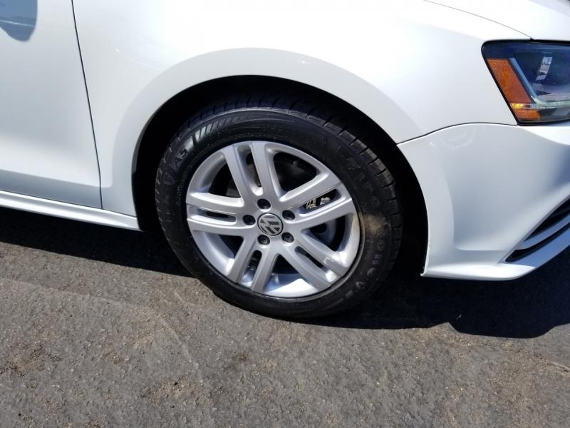 Volkswagen Jetta 2017 price $10,988