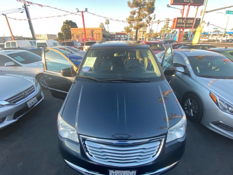 Chrysler Town & Country 2014 price $11,988