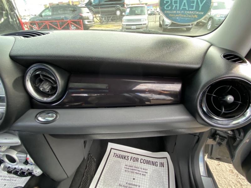 Mini Cooper Hardtop 2009 price $6,988