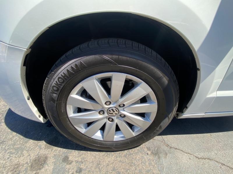 Volkswagen Routan 2012 price $8,988
