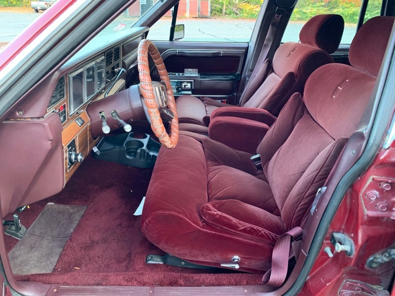 Lincoln Town Car 1988 price $6,400
