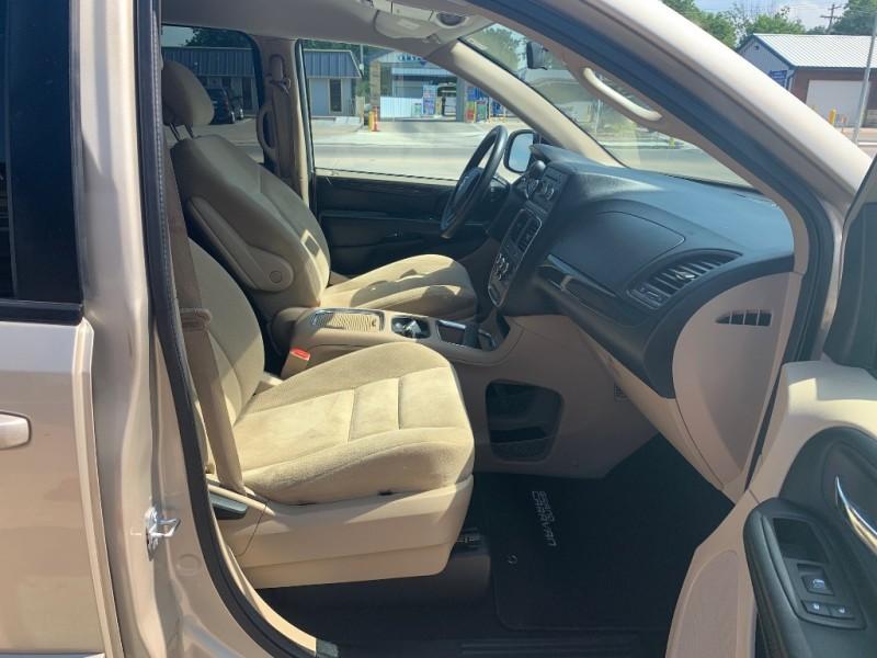 Dodge Grand Caravan 2015 price $10,490