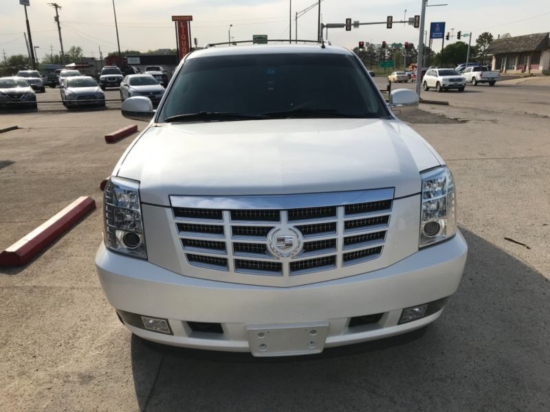 Cadillac Escalade 2011 price $17,985