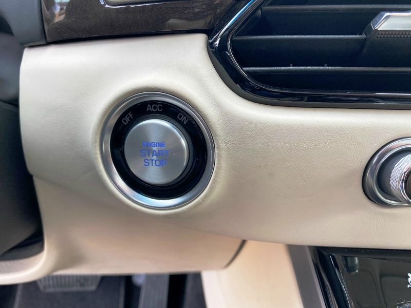 Genesis G90 5.0L Ultimate 2017 price $27,999