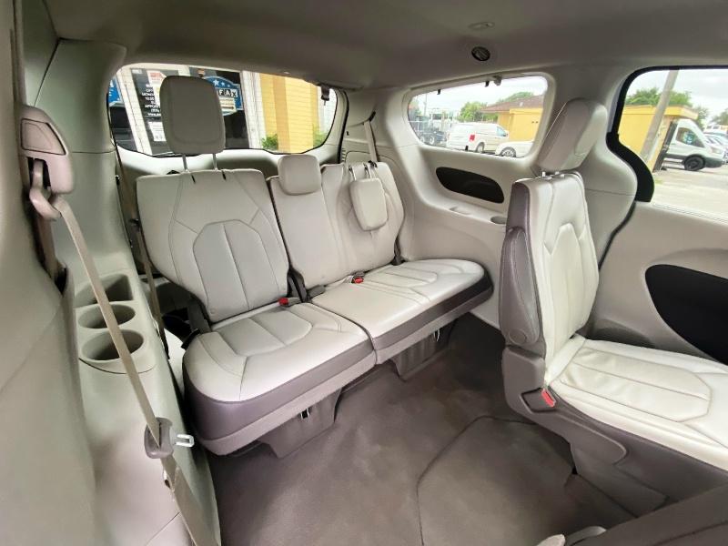 Chrysler Pacifica 2019 price $17,999