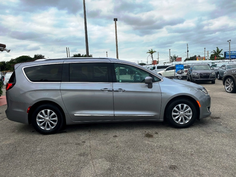 Chrysler Pacifica 2018 price $19,299